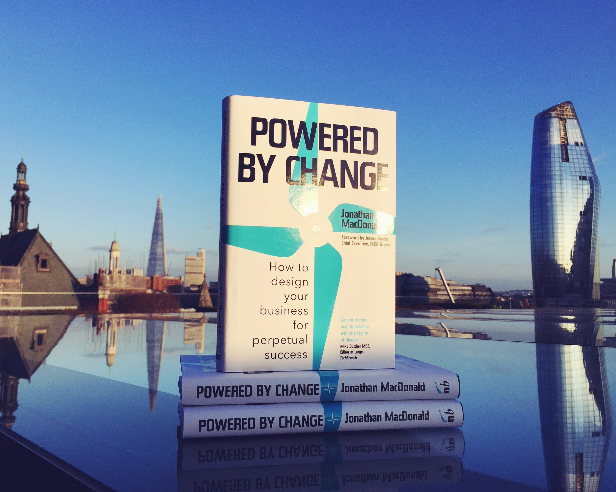 "Consigli di lettura: ""Powered By Change"" di Jonathan MacDonald"